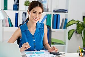 woman-desk-smiling1